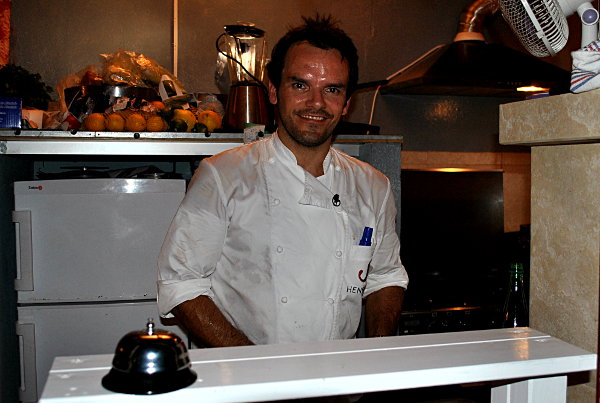 Steffen Henssler in der el-momento Bar in Cala Figuera